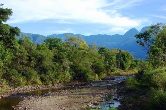 Rio Cedro, corta diversas comunidades de Nova Veneza, sendo um dos mais importantes para a agricultura local. Foto: Willians Biehl