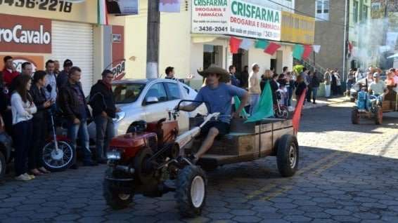 Desfile de máquinas agrícolas na 9ª Festa da Gastronomia   DSC 3349