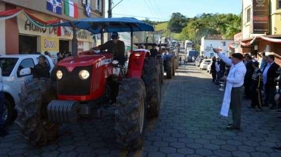 Desfile de máquinas agrícolas na 9ª Festa da Gastronomia   DSC 3355