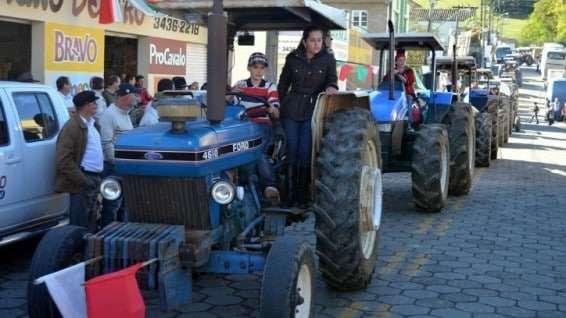Desfile de máquinas agrícolas na 9ª Festa da Gastronomia   DSC 3358