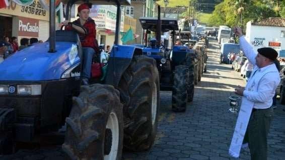 Desfile de máquinas agrícolas na 9ª Festa da Gastronomia   DSC 3359