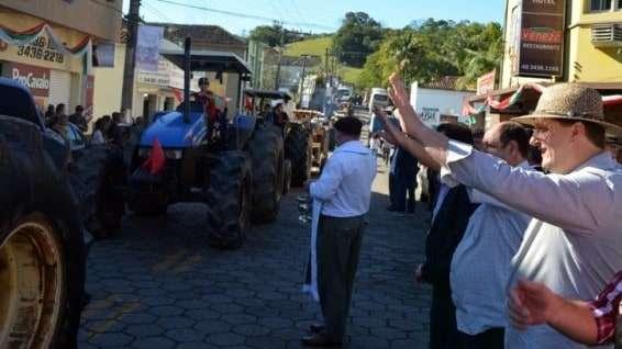 Desfile de máquinas agrícolas na 9ª Festa da Gastronomia   DSC 3361