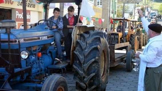Desfile de máquinas agrícolas na 9ª Festa da Gastronomia   DSC 3363