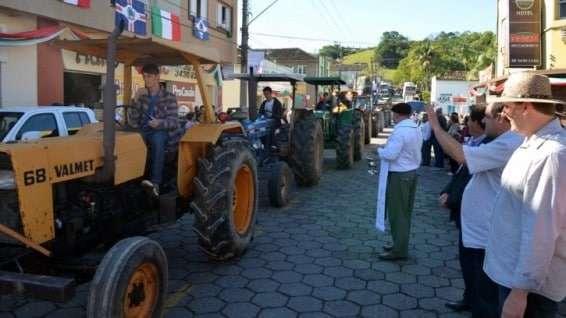 Desfile de máquinas agrícolas na 9ª Festa da Gastronomia   DSC 3364