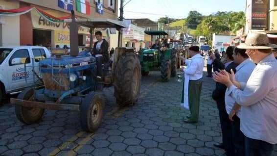 Desfile de máquinas agrícolas na 9ª Festa da Gastronomia   DSC 3365