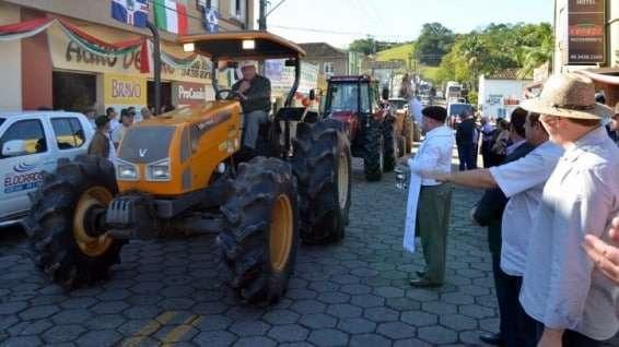 Desfile de máquinas agrícolas na 9ª Festa da Gastronomia   DSC 3367