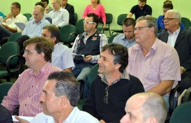 Em uma sessão extraordinária realizada no dia 8, na SDR de Criciúma, foi assinada a verba de R$ 5 milhões para pavimentação asfáltica. Também estiveram presentes os conselheiros Alberto Ranacoski, Sanciro Ghislandi e Sérgio Marini.