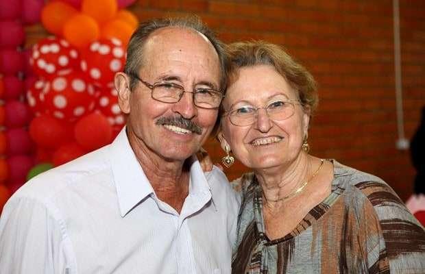 O casal Waldir Aléssio e Maria de Lourdes Nazari Aléssio, comemorou bodas de ouro. Parabéns.