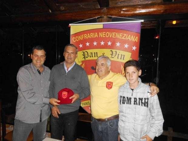 O empresário Alcides Disner, do Frigorifico Disner, de Rio Cedro Médio, Nova Veneza foi o convidado de Ângelo Bressan na reunião da Confraria Pan & Vin. Disner está com um projeto de aumentar o número de produtos da empresa.