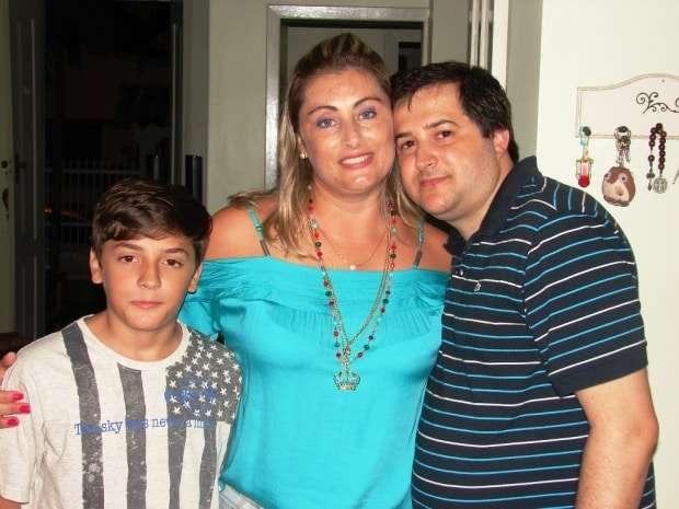 O simpático casal Vladimir Trizotto e Larissa e seu filho João Pedro.estão programando uma viagem de 15 dias nos Estados Unidos no final do ano. Conhecer o litoral de Miami, ver o Mickey Mouse de perto em Orlando já está no roteiro.