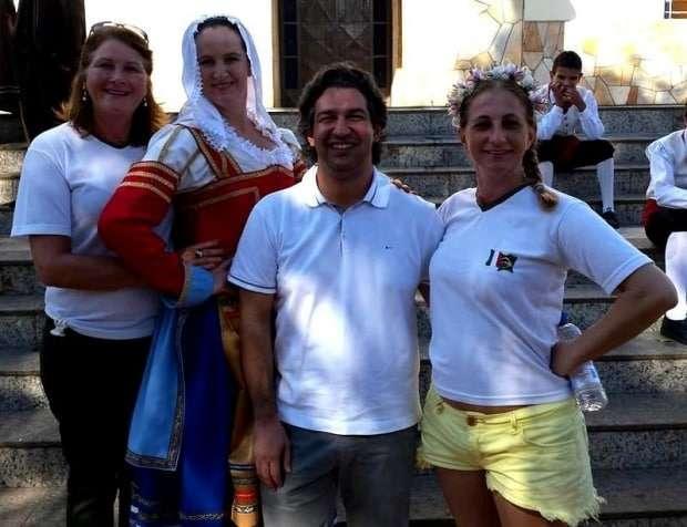 Relembrando os velhos tempos de Grupo Folclórico...Susan Bortoluzzi Brogni, Isabel Gava De Borba, Marco Aurélio Ghislandi e Jussara Savio.