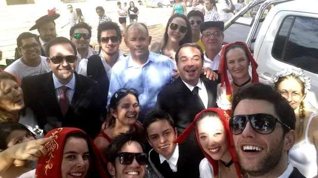 Selfie com o prefeito Valdemar Batista Costa e, os Tenores do Brasil – Marcello Zanluchi e Ricardo Regis – que virão em breve para cá, na nossa Festa da Gastronomia. Será um show imperdível!