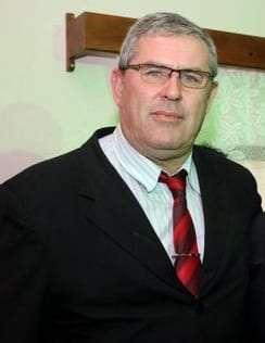 O presidente da Câmara Betão cobrou que a secretaria regional faça urgente a operação tapa-buraco na rodovia de São Bento Baixo a Rio Cedro Médio. Na outra semana o trabalho ficou pronto.