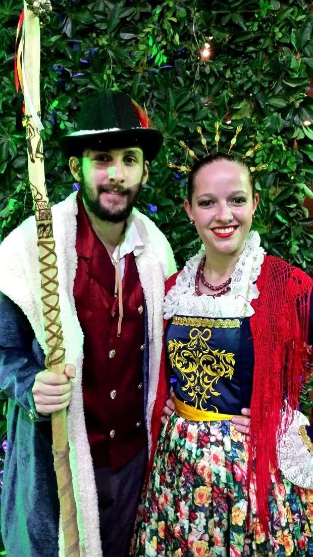 Um belo e talentoso casal >> Leonardo Barth e Izamara Ghisleri.