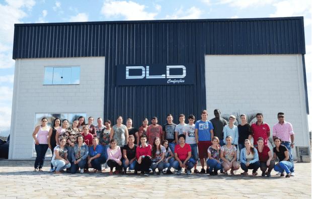 A DLD Confecções que está com nova sede (localizada no Bairro Bortolotto, próximo a antiga La Moda) contrata novos funcionários, principalmente costureiras. Telefone para contato: 9152 3761