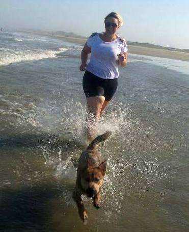 Verão nem começou e Fabi Vito já curte uma praia.