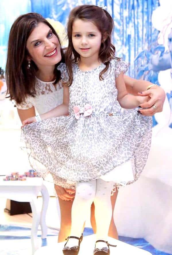 Ângela Martinha Bongiolo e sua pequena Marcela.