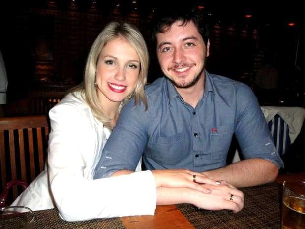 Um belo casal - Ana Claudia Aguiar Silva Adamante e Guilherme Iwasse Adamante.