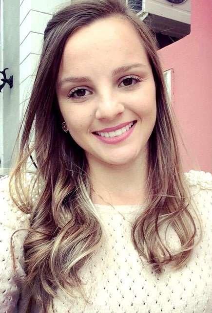 Ana Caroline Moro Campos, mais uma bela representante do Caravággio.