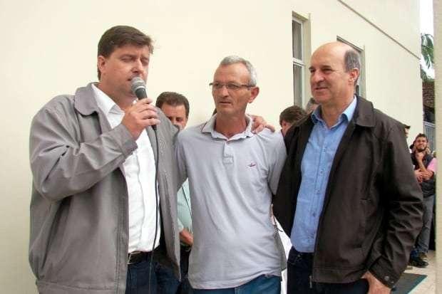 O prefeito Evandro Gava fez um reconhecimento público ao amigo Geninho Milanez que foi um dos que mais cobrou a aquisição da UTI móvel. Milanez trabalhou para Sheffer desde a primeira eleição.