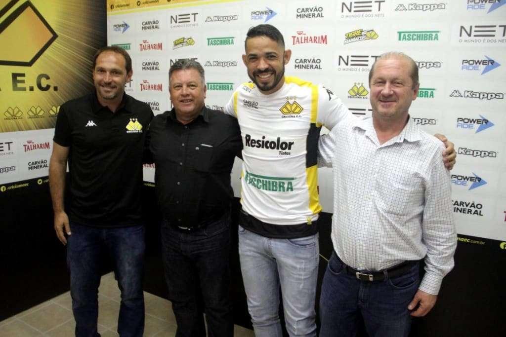 Assinatura do contrato foi na Sala de Imprensa Clésio Búrigo / Créditos: Fernando Ribeiro