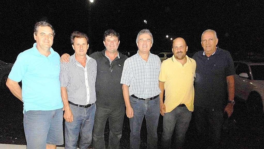 O patrão do CTG Fronteira da Serra Dega Fretta e Luiz Carlos Daniel recepcionaram amigos no jantar na quinta-feira, que será realizado na Casa do Tropeiro, no parque de rodeios. O empresário Ricardo Brandão, vereador Altevir Ambon, Nereu Pasetto marcaram presença.
