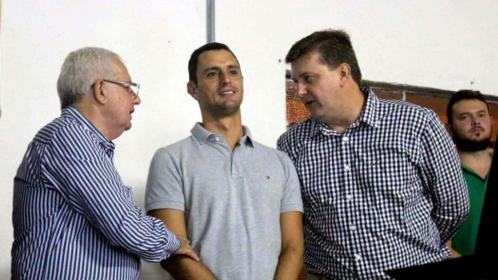 Genésio Spillere, deputado estadual João Amim e o prefeito Evandro Gava já em clima de campanha eleitoral.