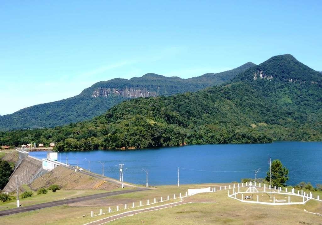 Bela paisagem do lago da Barragem do Rio São Bento, em Siderópolis. Pelo dia da água que foi 22 de março.