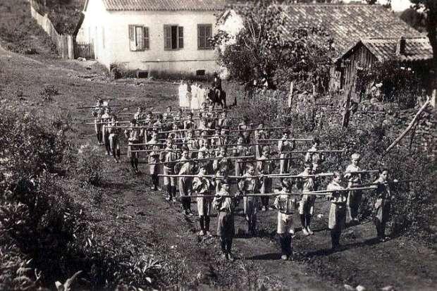 Foto 1: Primeiro grupo de escoteiros de Nova Veneza