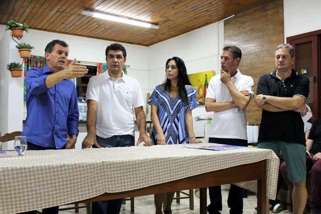 O PSDB se reuniu na sexta-feira num sítio nos arredores da cidade, e nesta segunda se reuniu na Casa do Chico. O tucanato está se organizando para montar sua equipe de candidatos a vereador. A Deputada Federal Geovânia de Sá e Clesio Salvaro marcaram presença.