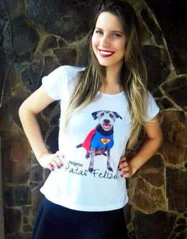 Gabi Colombo já aderiu ao Projeto Patas Felizes, adquirindo uma camiseta da campanha.