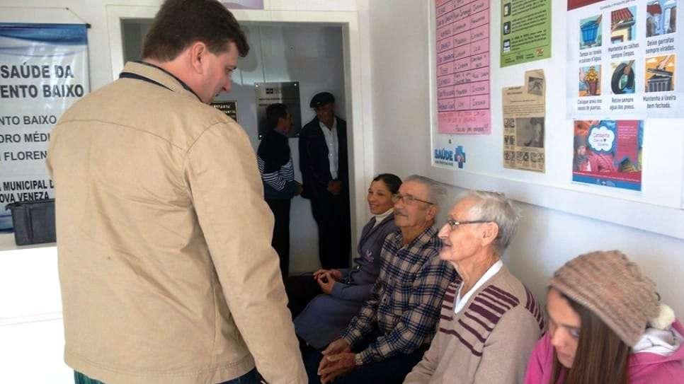 Prefeito Evandro Gava esteve acompanhando a campanha de vacinação de prevenção a gripe em idosos, gestantes e crianças na rede municipal.