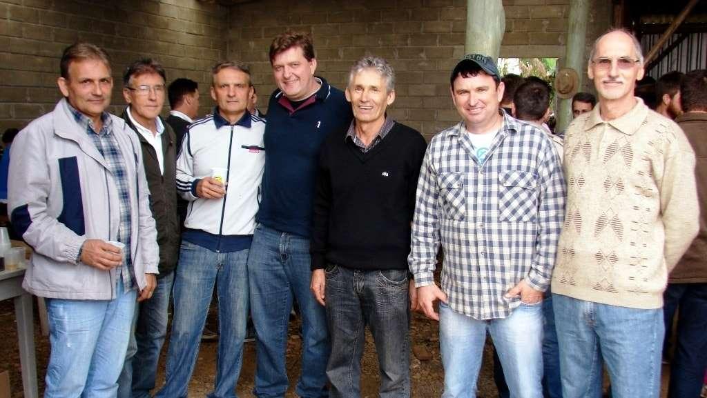 Miro Marini e o Romão na tradicional confraternização de rizicultores na localidade de 14 de Julho, em São Bento Baixo. O prefeito Evandro Gava, Engenheiro Agrônomo Donato Lucietti e demais convidados marcaram presença no evento.