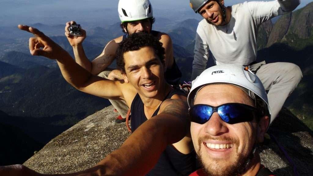 Alegria de chegar no cume da Agulha do Diabo na Serra dos Órgão-RJ