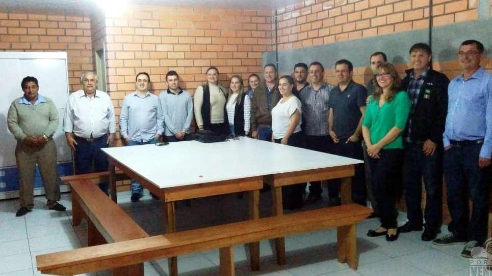 O grupo do PSB na convenção que confirmou a chapa majoritária com Valtenir de Mattia e Thiago Ronconi.