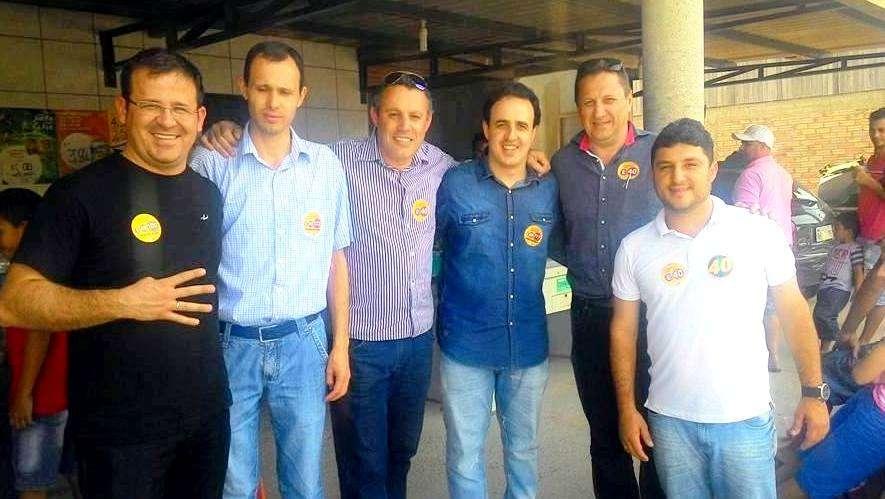 Valtenir de Mattia, Thiago Ronconi e seus candidatos a vereador em campanha.