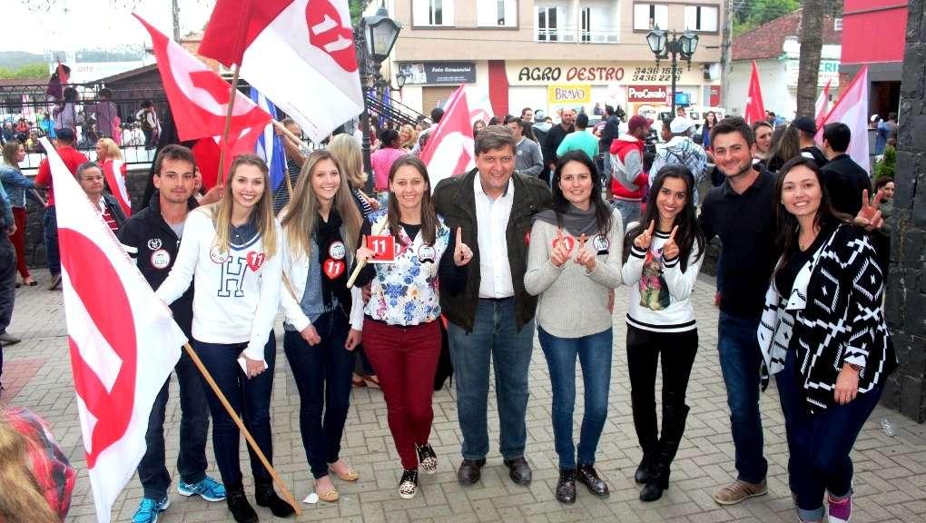 A coligação PP-PMDB-PT faz  seu comício final hoje na Praça da Chaminé.  Evandro Gava e Betão estão intensificando os trabalhos e também estão confiantes na vitória.