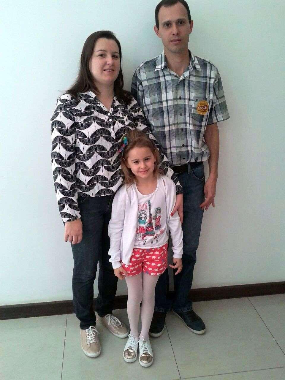 O candidato a vereador Fernando Fontanella (PSB), esposa Viviani e a filha Fernanda.