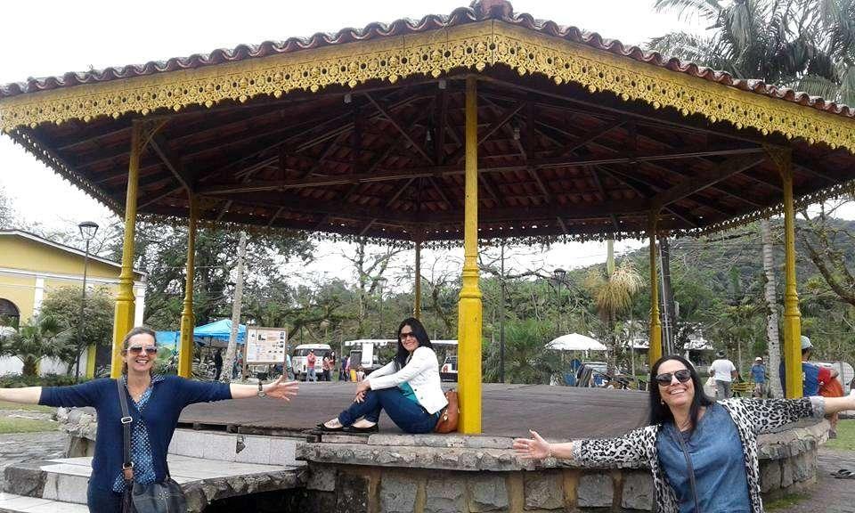 Edilene Ferreira, Marlene Silva e Rita de Cássia Antero Daniel curtindo Morretes/PR.