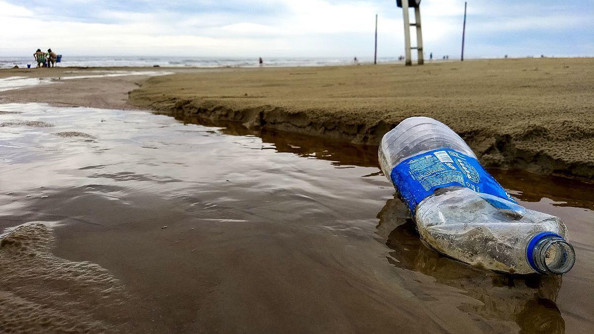 Lixo-praia- (Foto Mayra Lima)