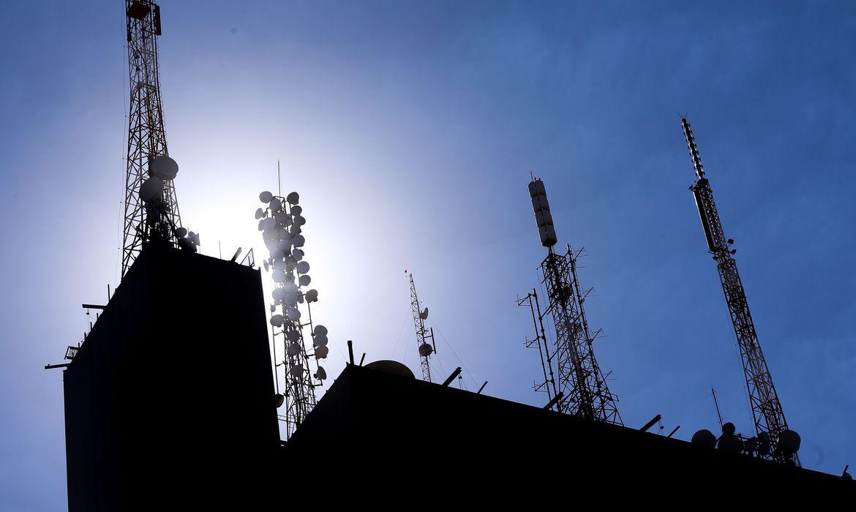 Brasília - Ministério Público do Distrito Federal e Territórios considera que torres de celular podem prejudicar a saúde Marcelo Camarg/Agência Brasil