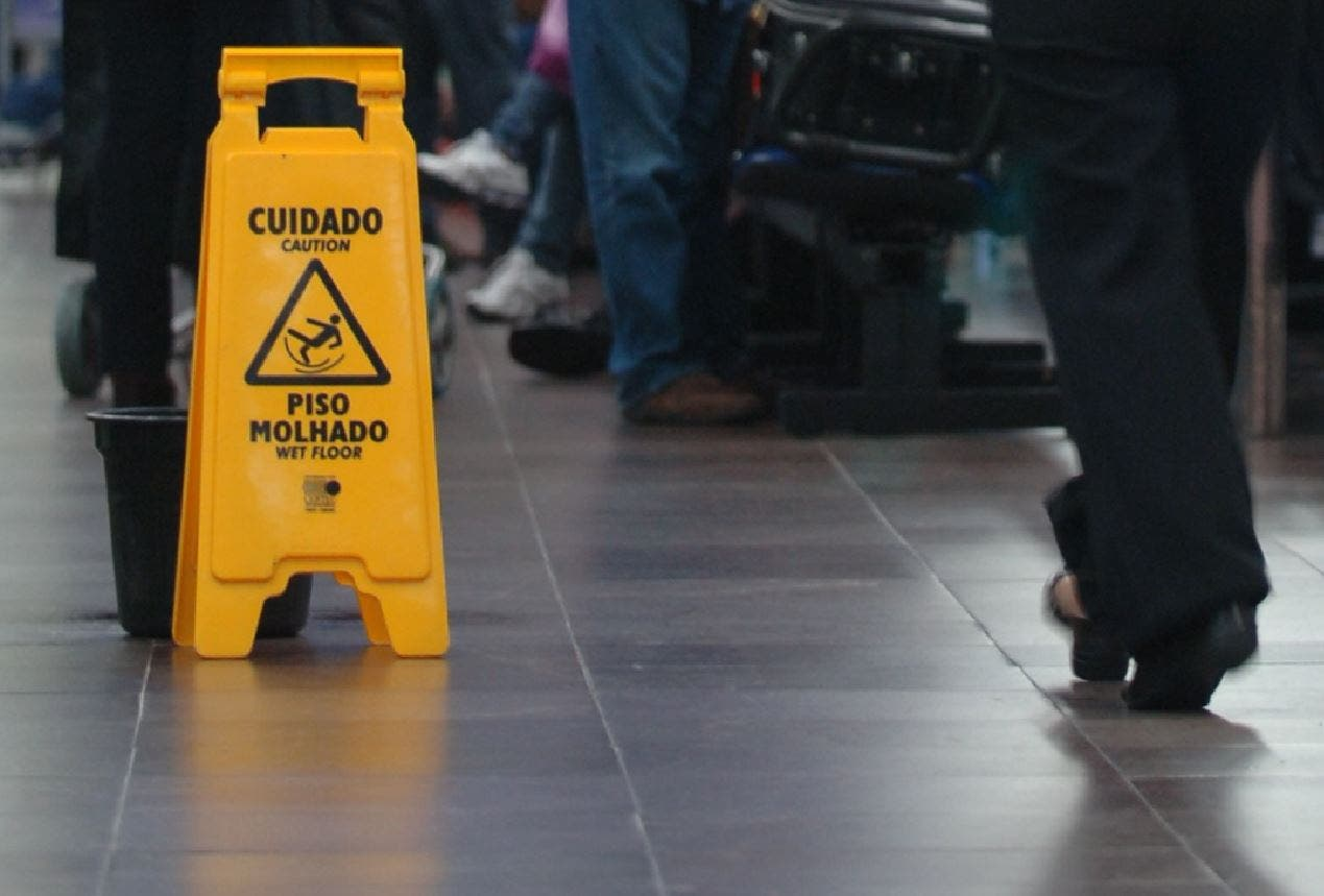 piso molhado